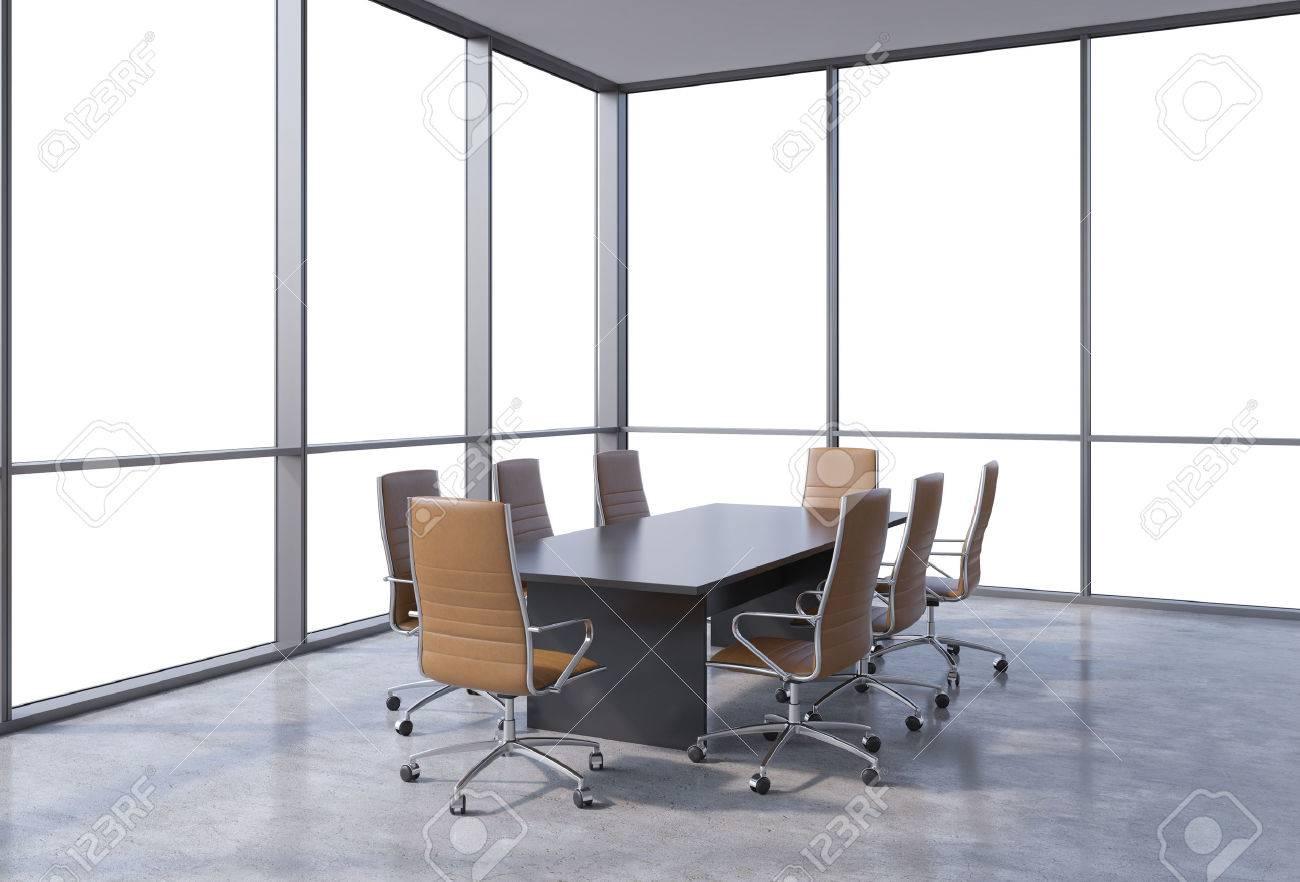 Salle de conférence panoramique dans le bureau moderne face vue