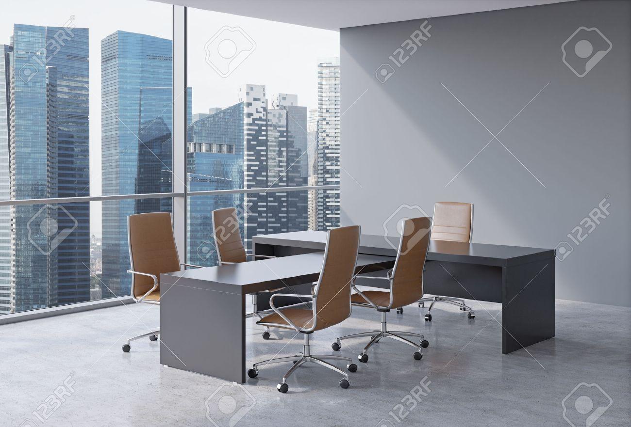 Interior De La Oficina Moderna Con Grandes Ventanales Y Vistas ...
