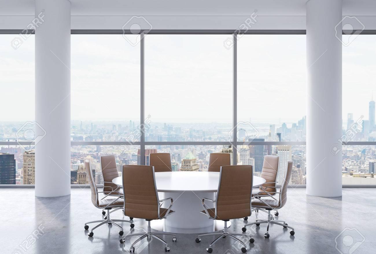 Salle de conférence panoramique dans le bureau moderne new york vue