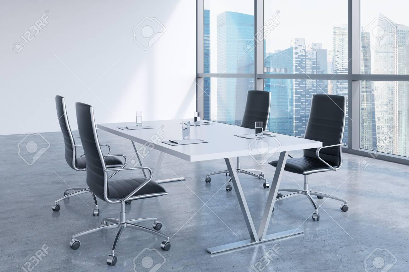 Immagini stock sala riunioni moderna con enormi finestre
