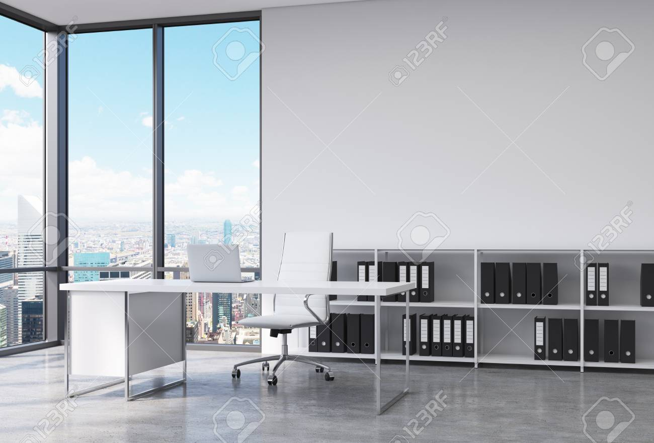 Un Lugar De Trabajo En Una Oficina CEO Panorámica Esquina Moderna En ...