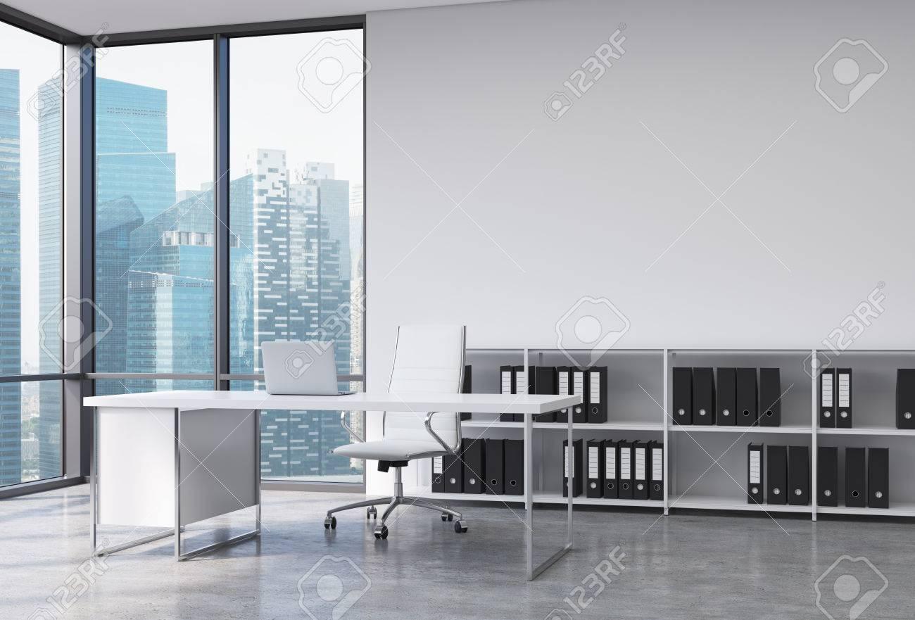 Libreria Ufficio Bianco : Un posto di lavoro ceo in un moderno angolo ufficio panoramica con