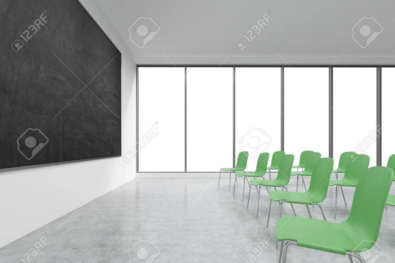 Une salle de classe ou de présentation dans une université moderne