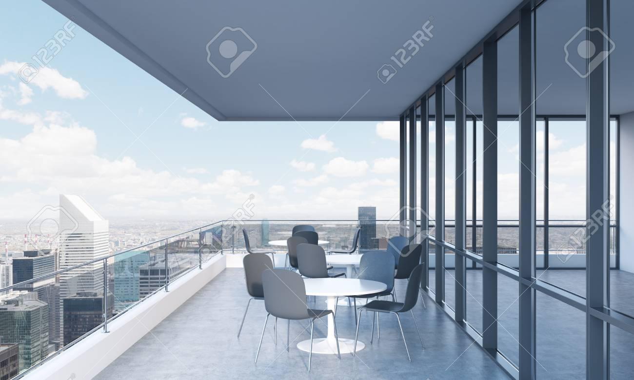 Una Terraza Con Mesas Y Sillas En Un Moderno Edificio Panorámico Representación 3d Vista Panorámica De Nueva York En El Fondo