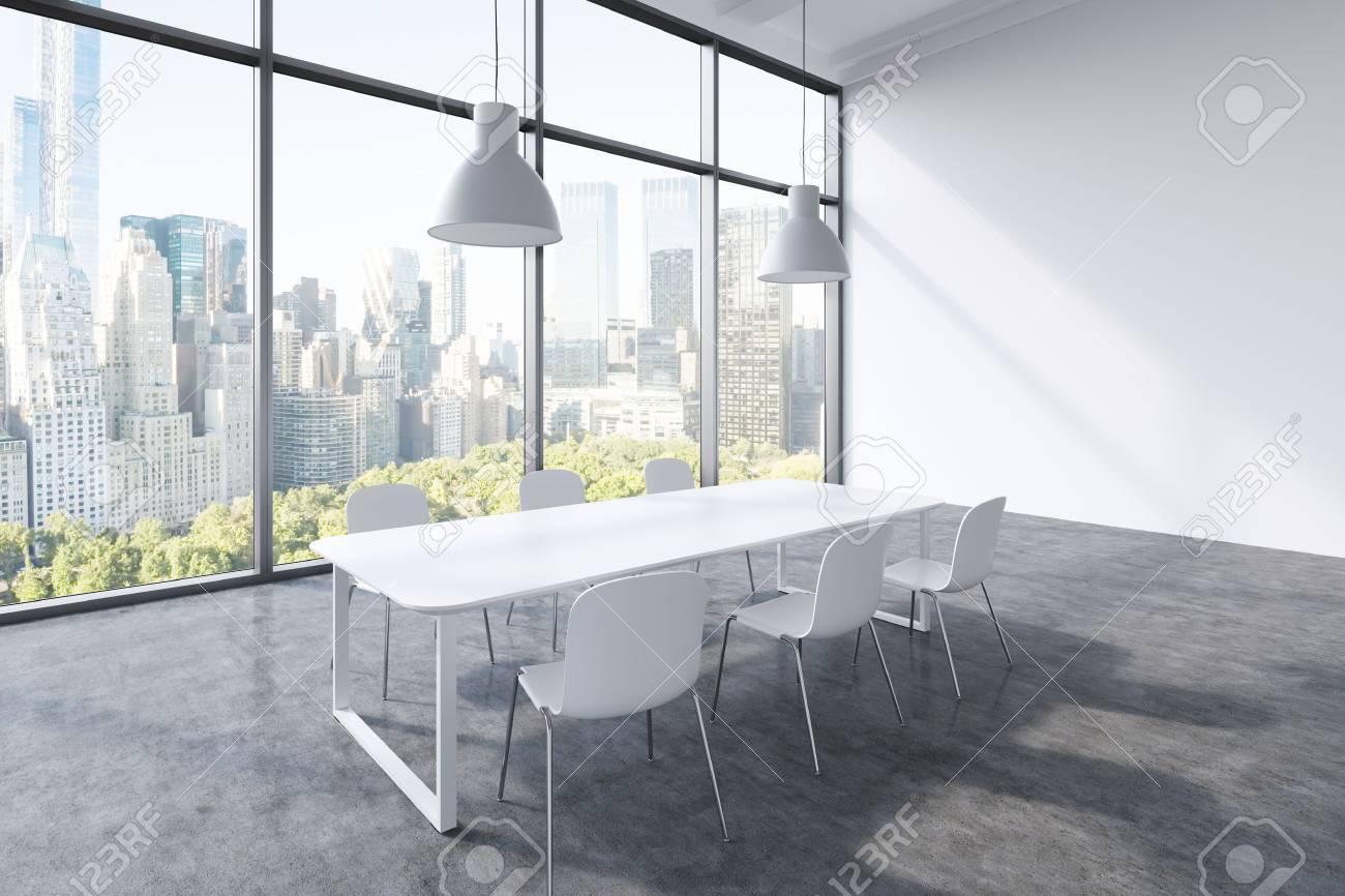 Ufficio Moderno Design : Una sala conferenze in un ufficio moderno panoramica con vista