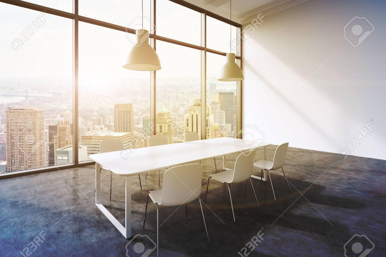 Plafoniere Moderne Per Sala : Una sala conferenze in un ufficio moderno panoramica con vista