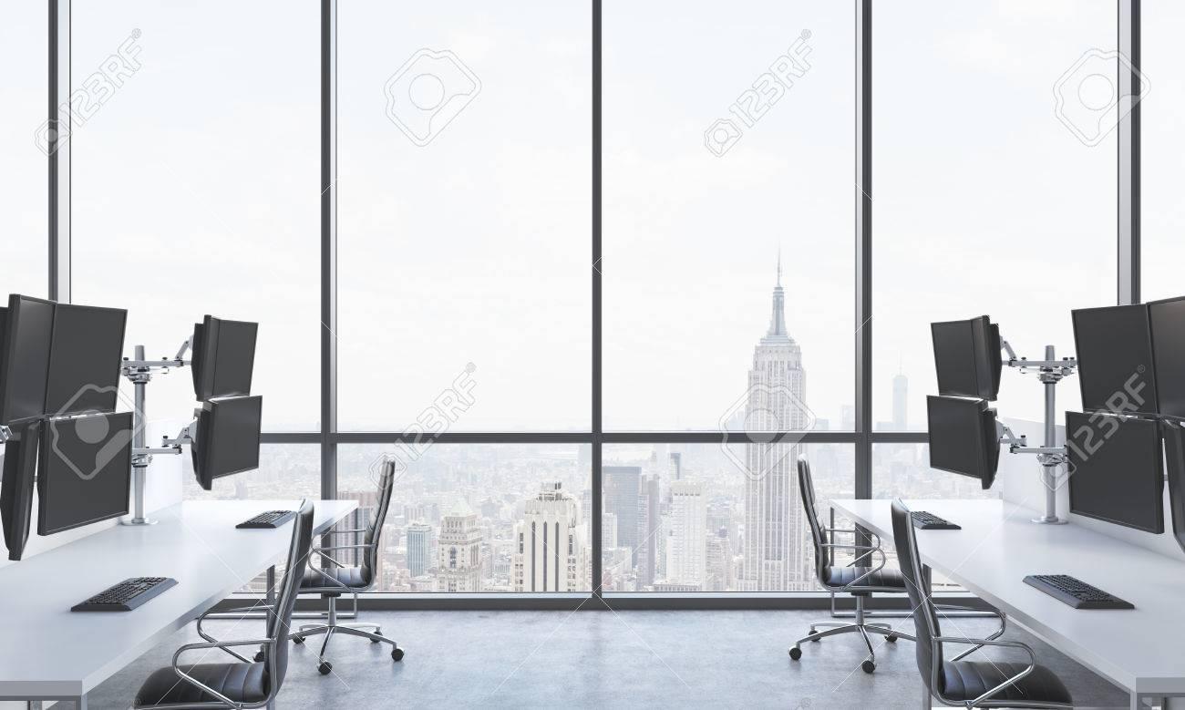 Dans Équipées Stations De Commerçant Lieu Blanches Trader Bureau Modernes Un Et LumineuxTables Chaises Travail Moderne uwOPZikXT
