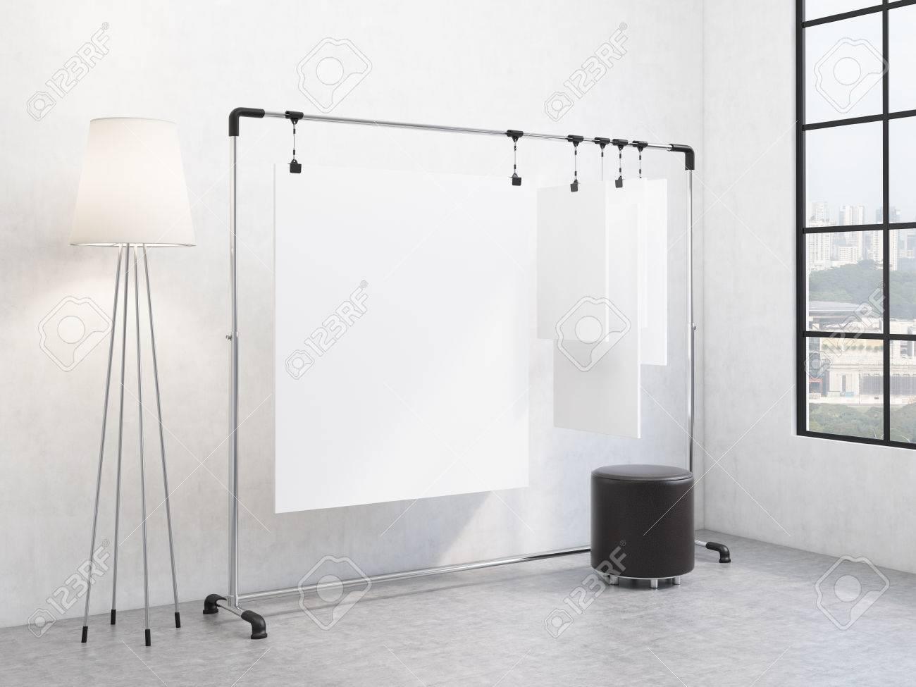 Ein Tragbares Rack Fur Papier In Der Ecke Des Raumes Papierbogen