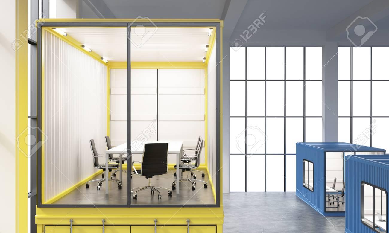 Un conteneur de la mer jaune avec le bureau à l intérieur les