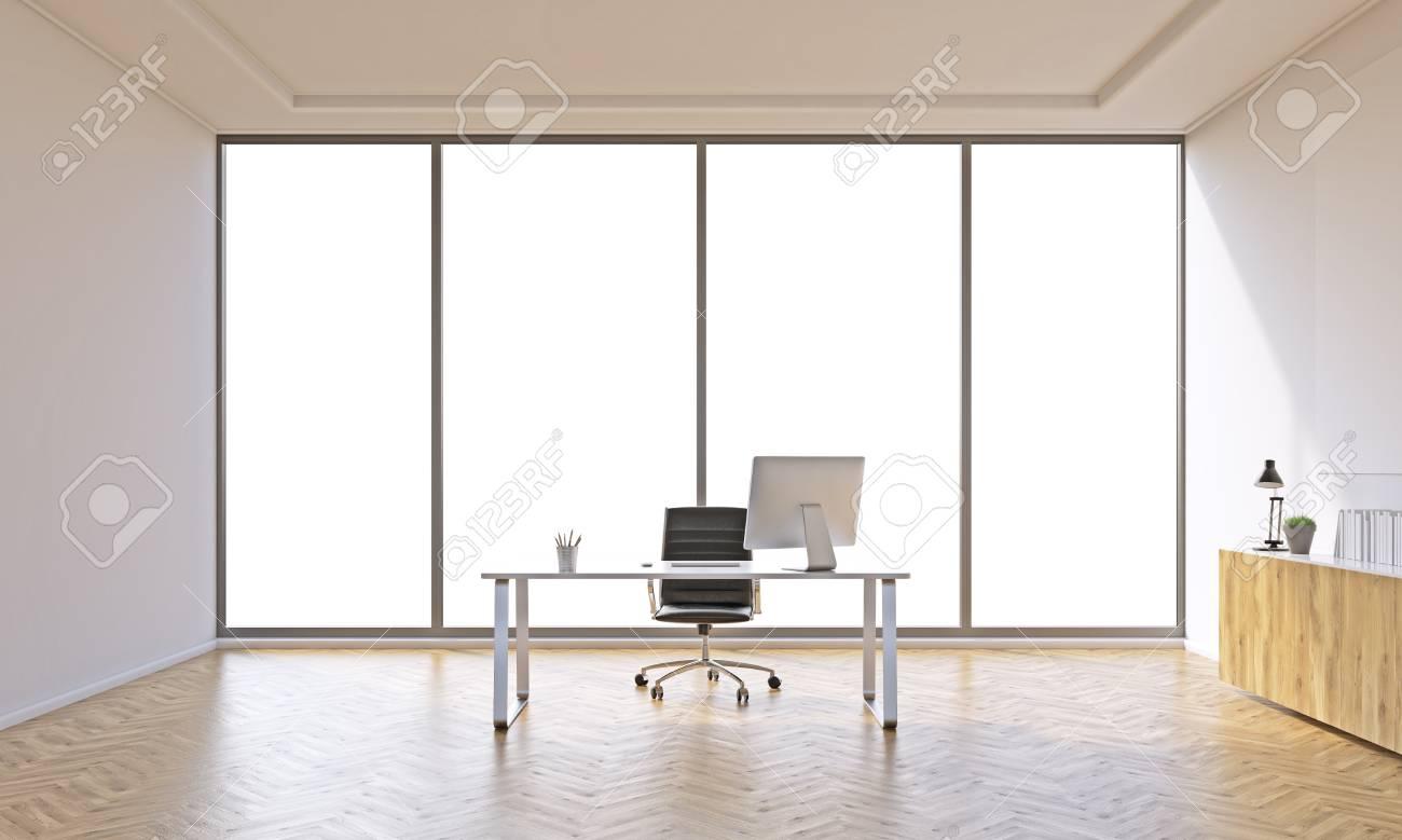 Bureau pour un avec table et étagère fermée. fenêtre panoramique