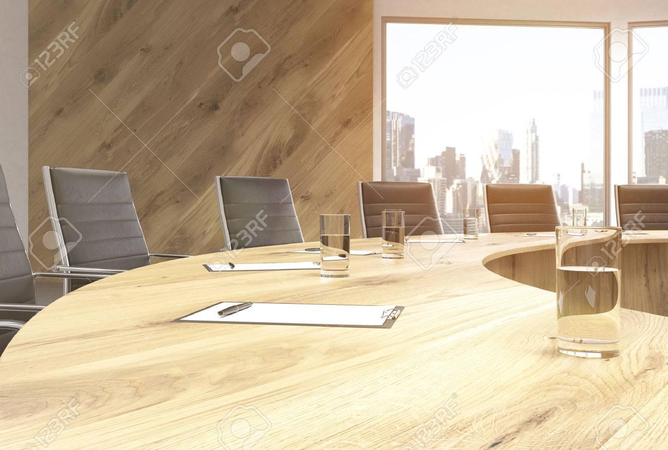 Tavolo Con Sedie In Legno.Immagini Stock Primo Piano Di Legno Tavolo Da Conferenza