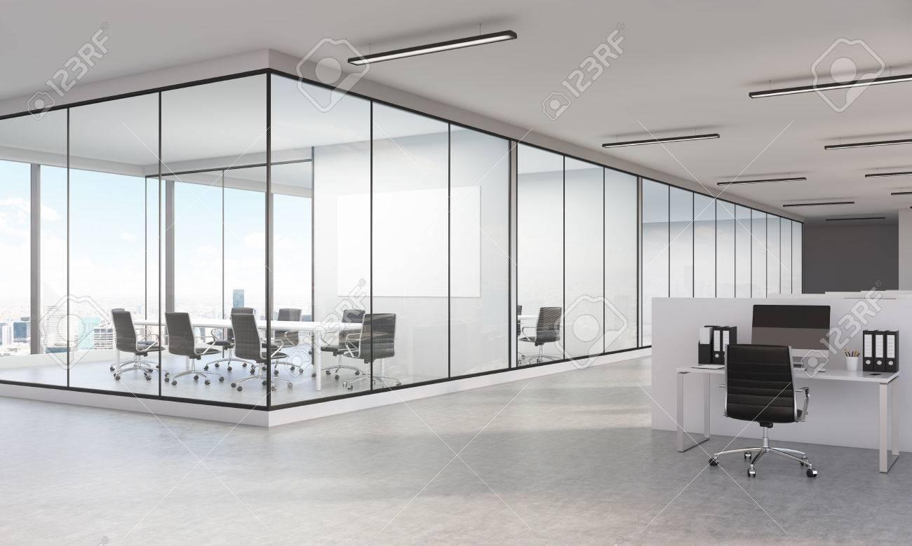 Ufficio Nuovo Xl : Sideview di grande ufficio interno con vista sulla città di new york