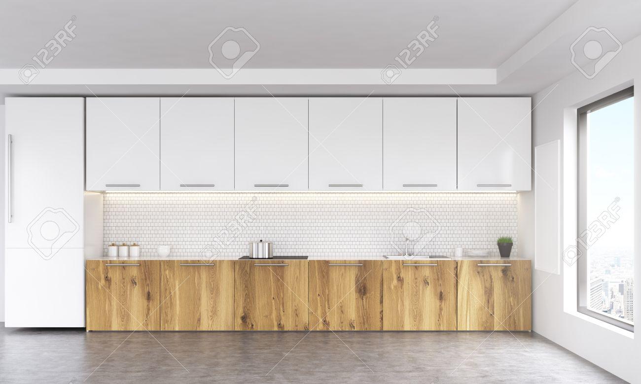 Vista Frontale Del Bianco E Interni In Legno Cucina Con Lavagna ...