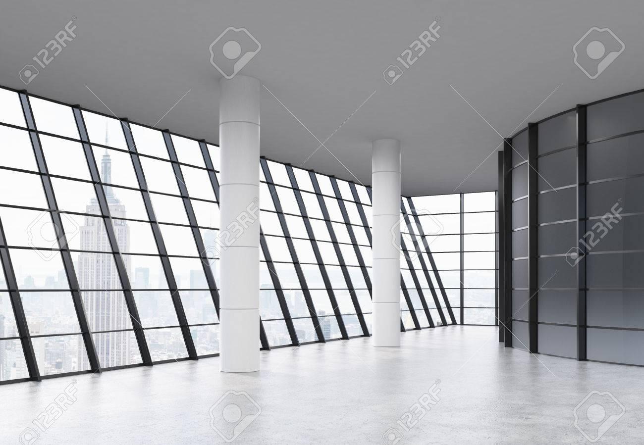 Moderne Leeren Büro-Interieur Mit Säulen, Panorama-Rahmenfenster Und ...