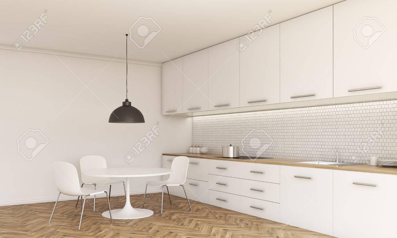 Seitenansicht Der Küche Interieur Mit Kleinen Esstisch Und Stühle ...