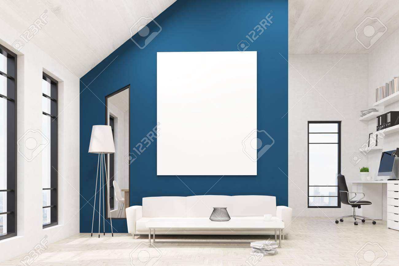 Vue de face du salon dans lintérieur de bureau avec tableau blanc