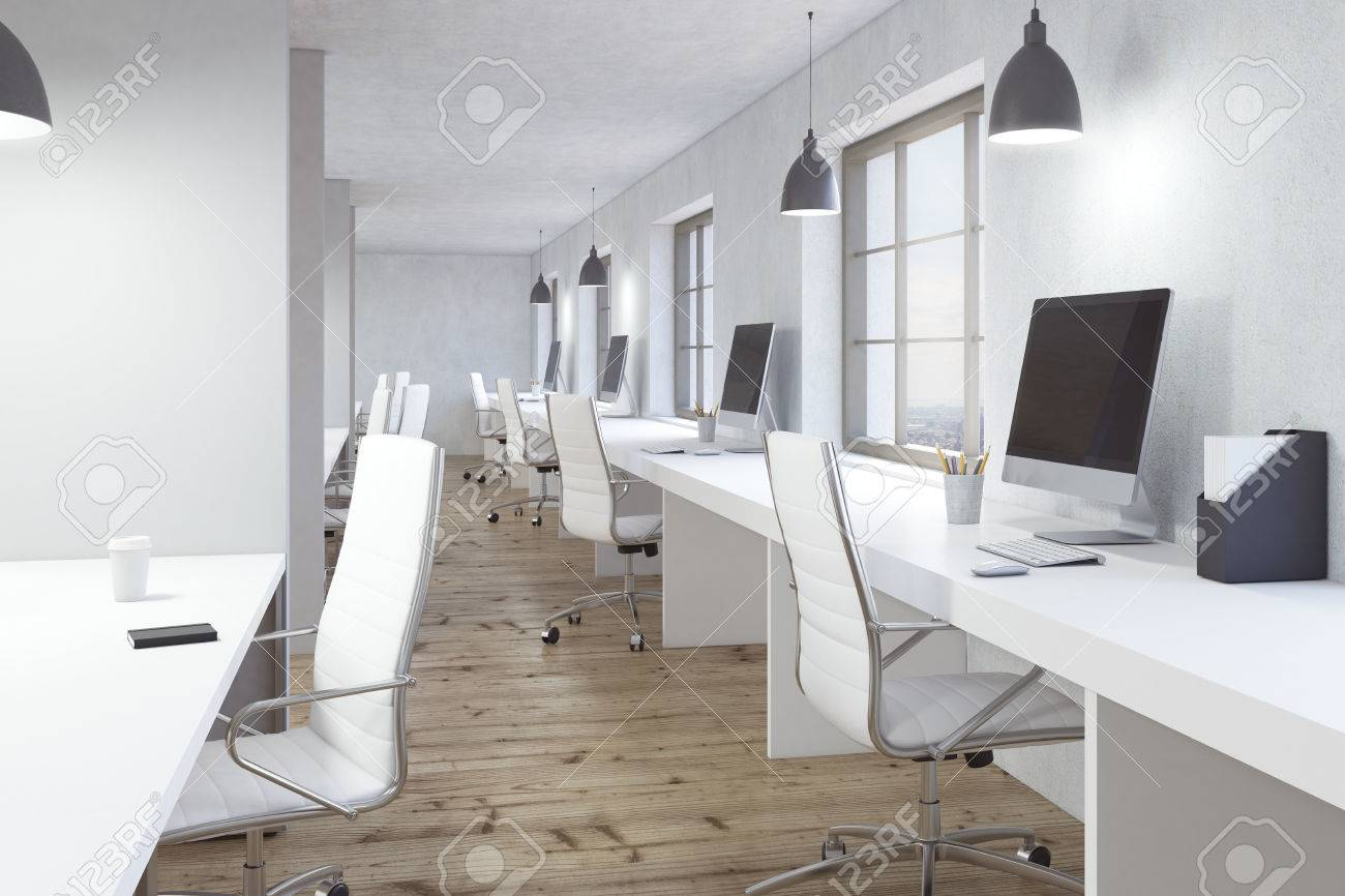 Intérieur de bureau de coworking avec le plancher en bois les
