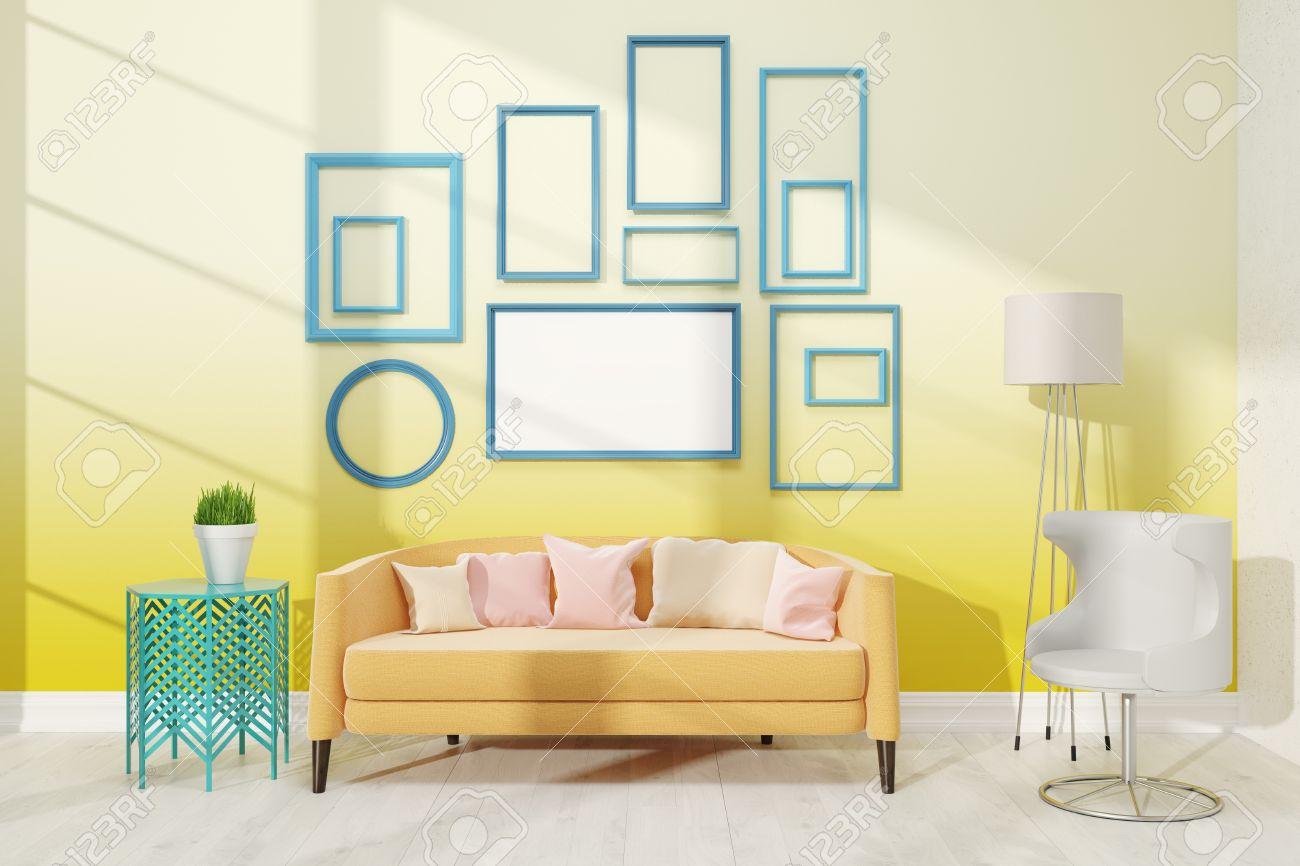 Moderne Wohnzimmer Mit Mittlerer Plakat Auf Gelbe Wand. Große Biege Sofa  Mit Kissen In Der