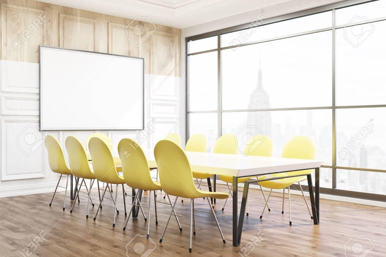 salle de réunion moderne dans le bureau de new york. chaises jaunes