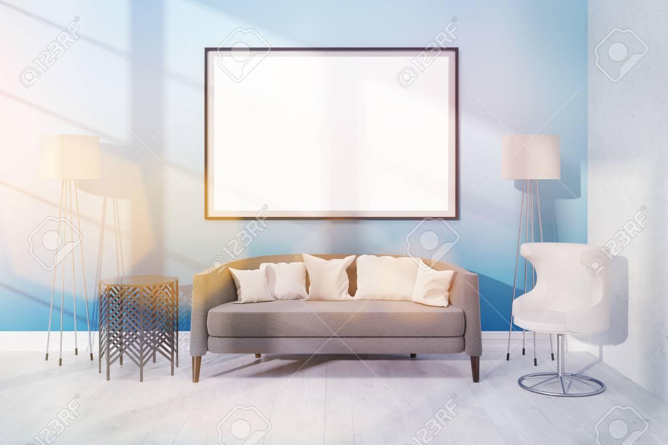 Modernes Wohnzimmer Mit Verschiedenen Mobeln Und Einem Grossen Plakat