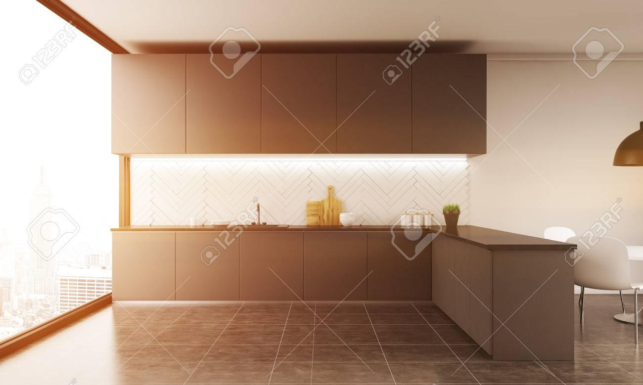 Moderne Küche Interieur Mit Großem Fenster. Stühle In Der Ecke ...