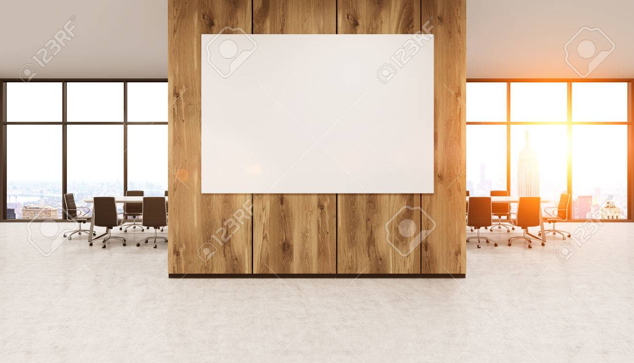 Intérieur de bureau moderne avec tableau blanc sur le mur en bois