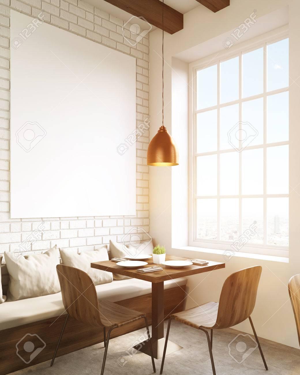 Cafe Innenraum. Platz Tisch Und Stühle, Ein Sofa Mit Kissen. Bild An ...