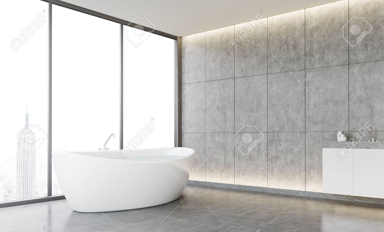Cuarto de baño interior acogedor, con paredes de azulejos y piso de  concreto. Nueva York vista a través de la ventana panorámica. Concepto de  confort. ...
