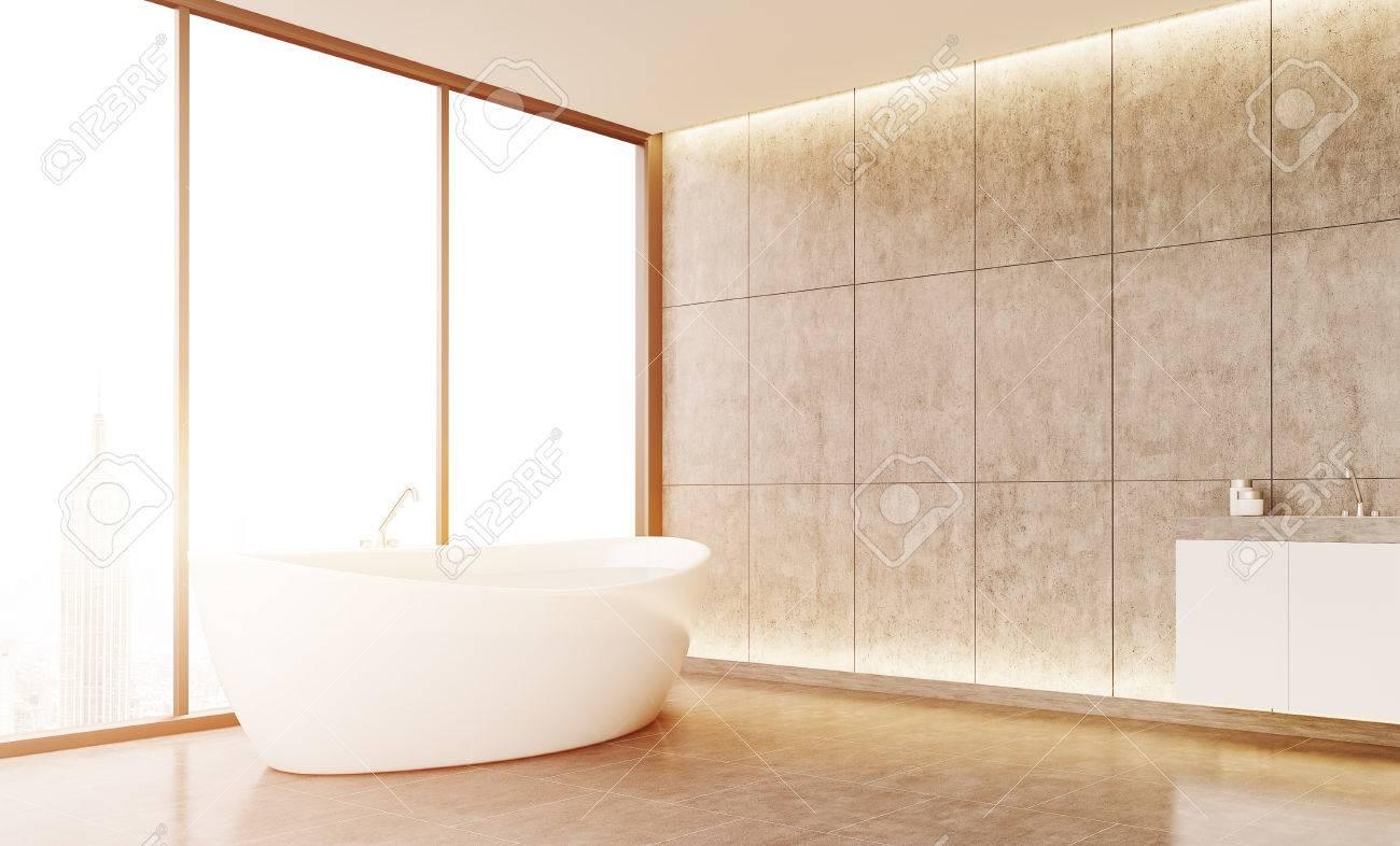 Komfortable Badezimmer Interieur Mit Großen Weißen Badewanne Und  Waschbecken. Betonboden Und Fliesenwand. Konzept Der