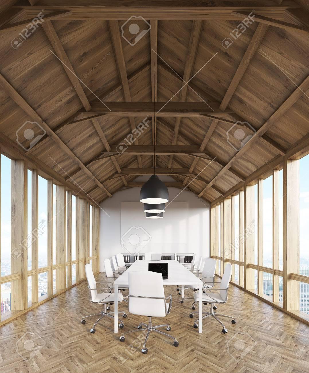 Dachgeschoss Holz Buro Interieur Von Design Studio Mit Computern Auf Den Tischen Und Panoramafenstern