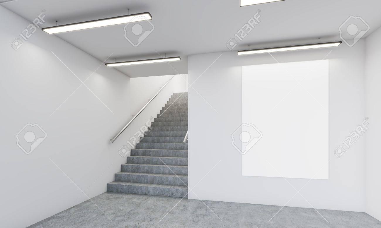 Büroflur Mit Treppe, Vertikale Poster An Der Wand Und Betonboden ...
