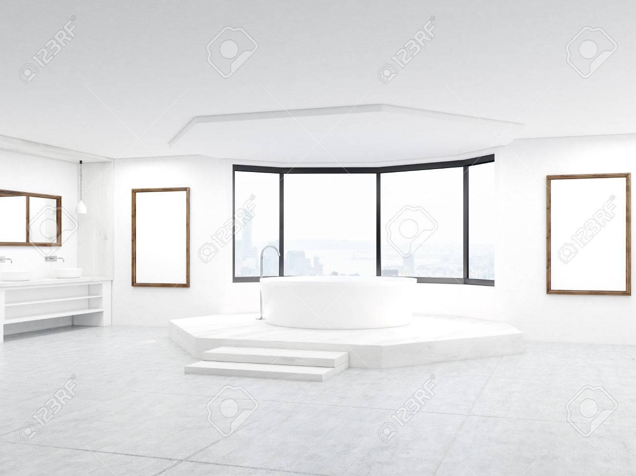 Badezimmer Mit Treppen Und Spiegel. Poster An Der Wand Und Große Fenster.  Konzept Der