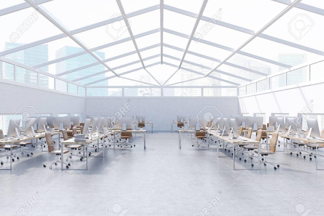 Scrivania Ufficio Grande : Grande ufficio città sul sottotetto del grattacielo con molti