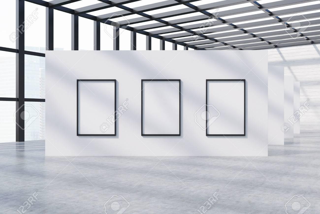 Galería De Fotografías Con Tres Carteles Enmarcados En La Pared ...