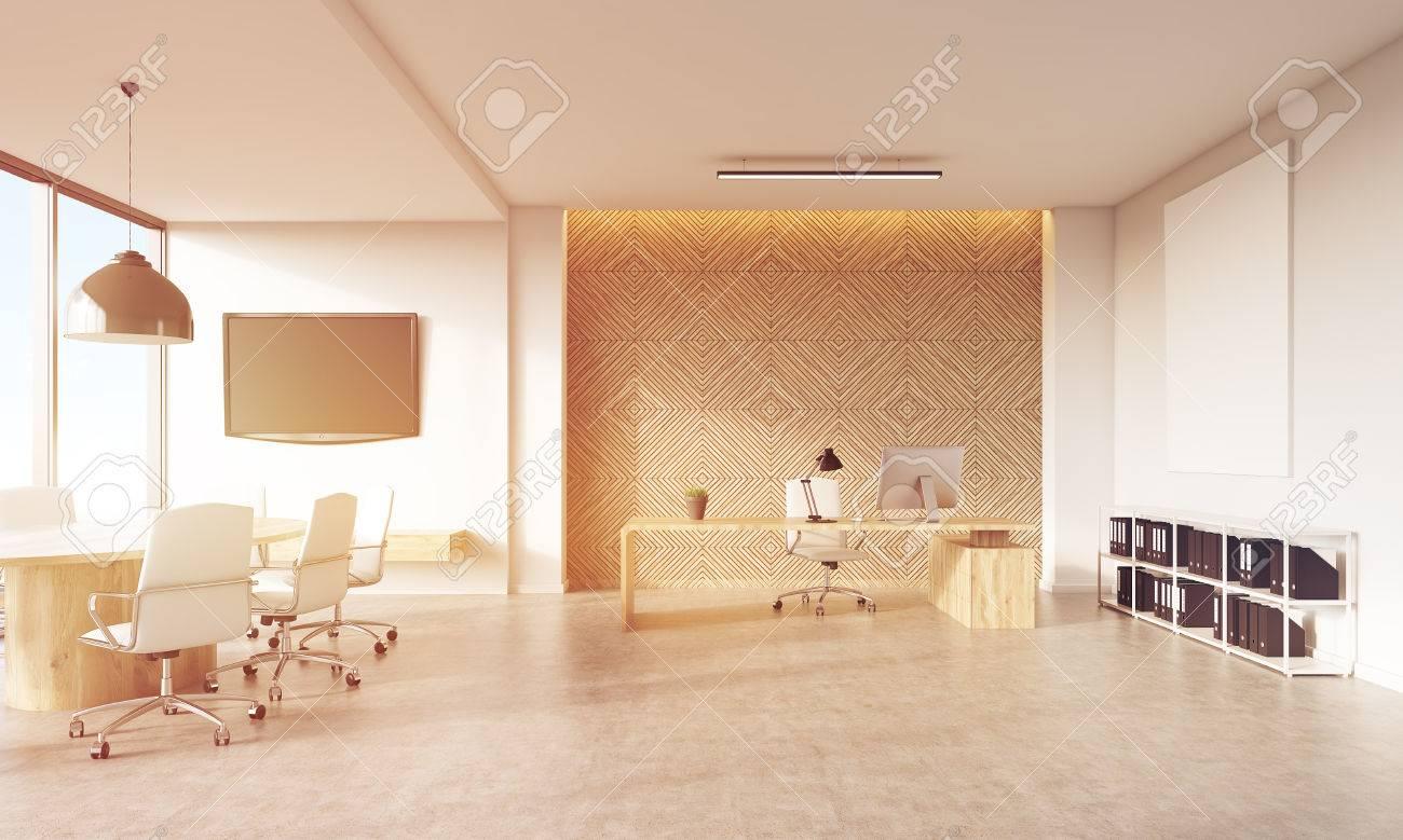 Panneau Mural Derriere Tv ceo vue de bureau avec la table de patron, tv sur le mur blanc, panneau  décoratif et salle de réunion. concept de la société de conseil. rendu 3d,