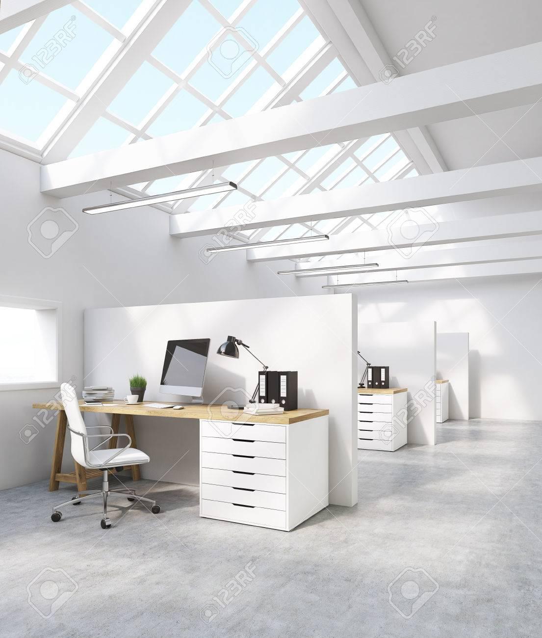 Standard Bild   Weiß Büro Interieur Im Dachgeschoss Mit  Computer Bildschirm, Einem Schreibtisch Und Bindemittel. Konzept Des  Internationalen Konzerns.