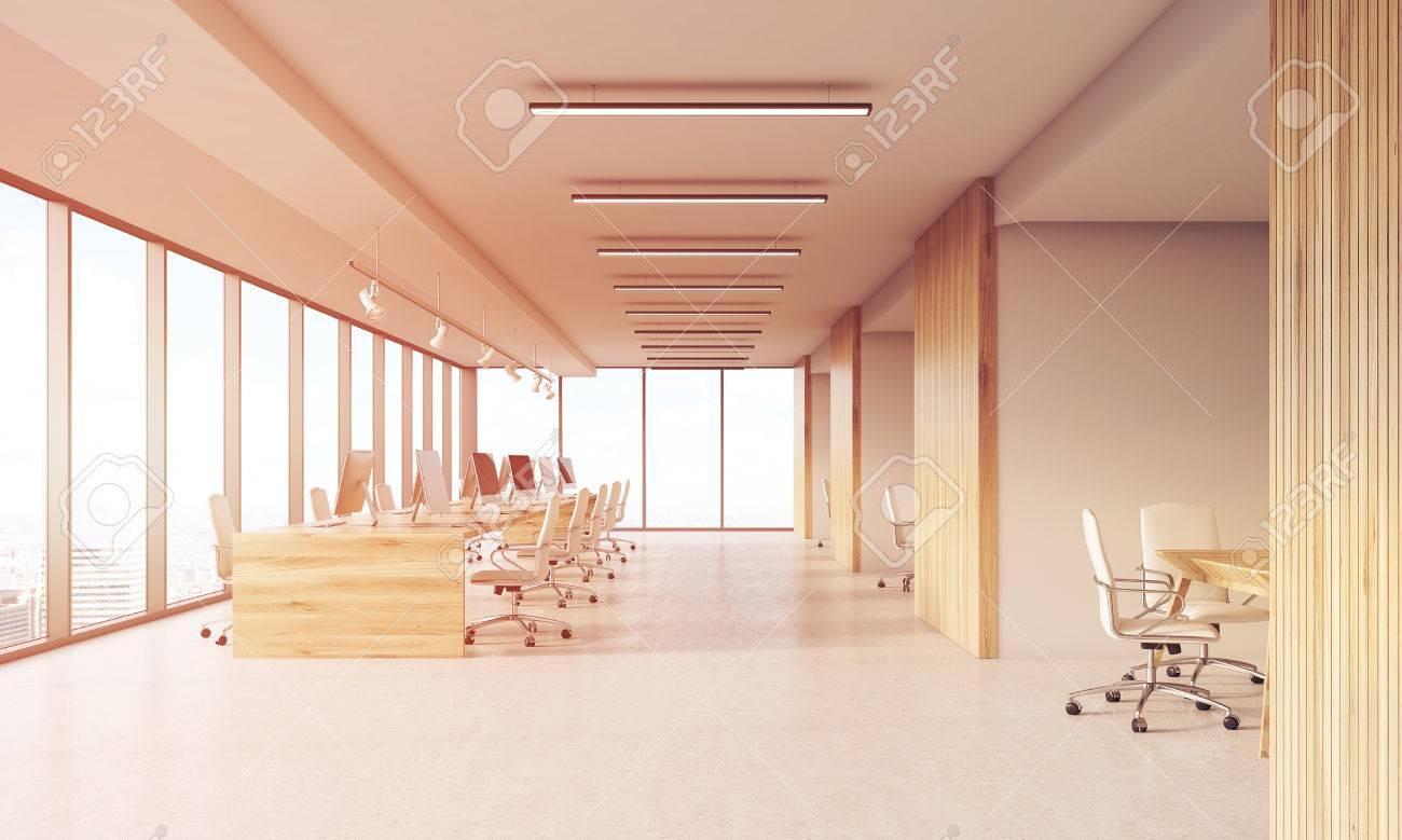 Box Ufficio Legno : Ufficio con finestre panoramiche e pareti in legno. box office a