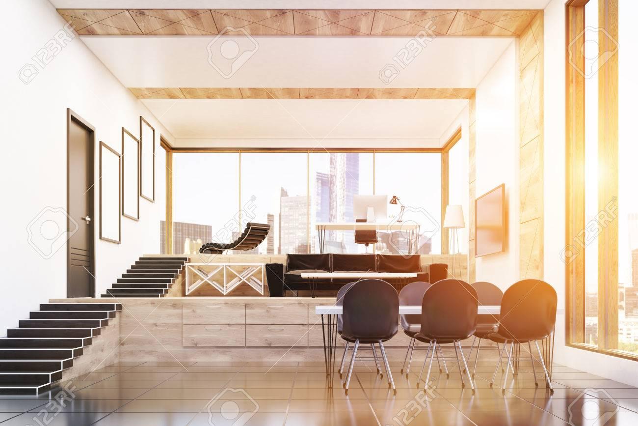 Bureau intérieur de pdg dans la construction moderne avec une
