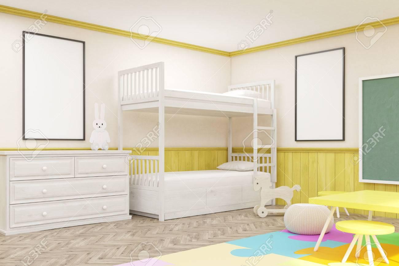 Seitenansicht Der Kinderzimmer Mit Farbigen Möbel, Tafel, Teppich ...