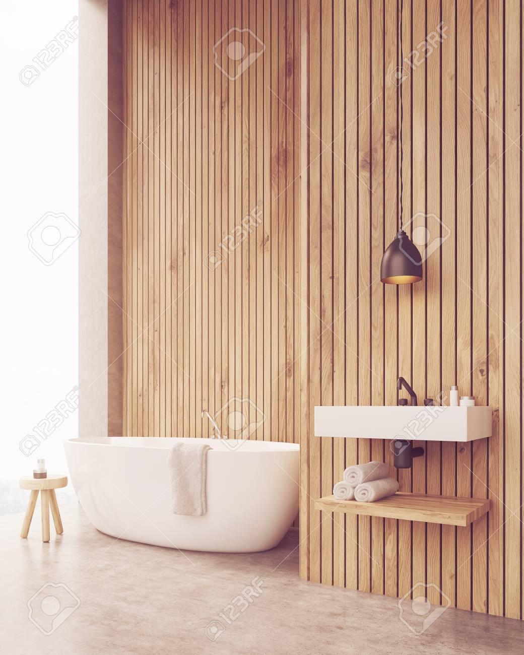 Seitenansicht Der Sonnendurchfluteten Badezimmer Mit Waschbecken Und ...