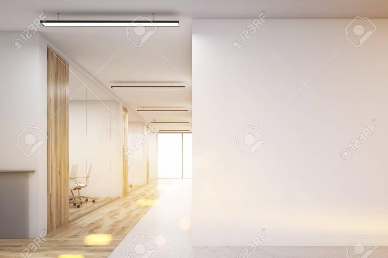 banque dimages couloir bureau avec grand mur blanc et range de salles de confrence avec mur en bois et dcoration de sol rendu 3d maquette