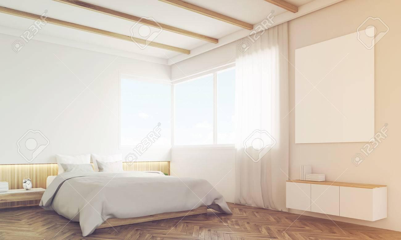 Schlafzimmerecke mit sofa und poster über dem bett. konzept des