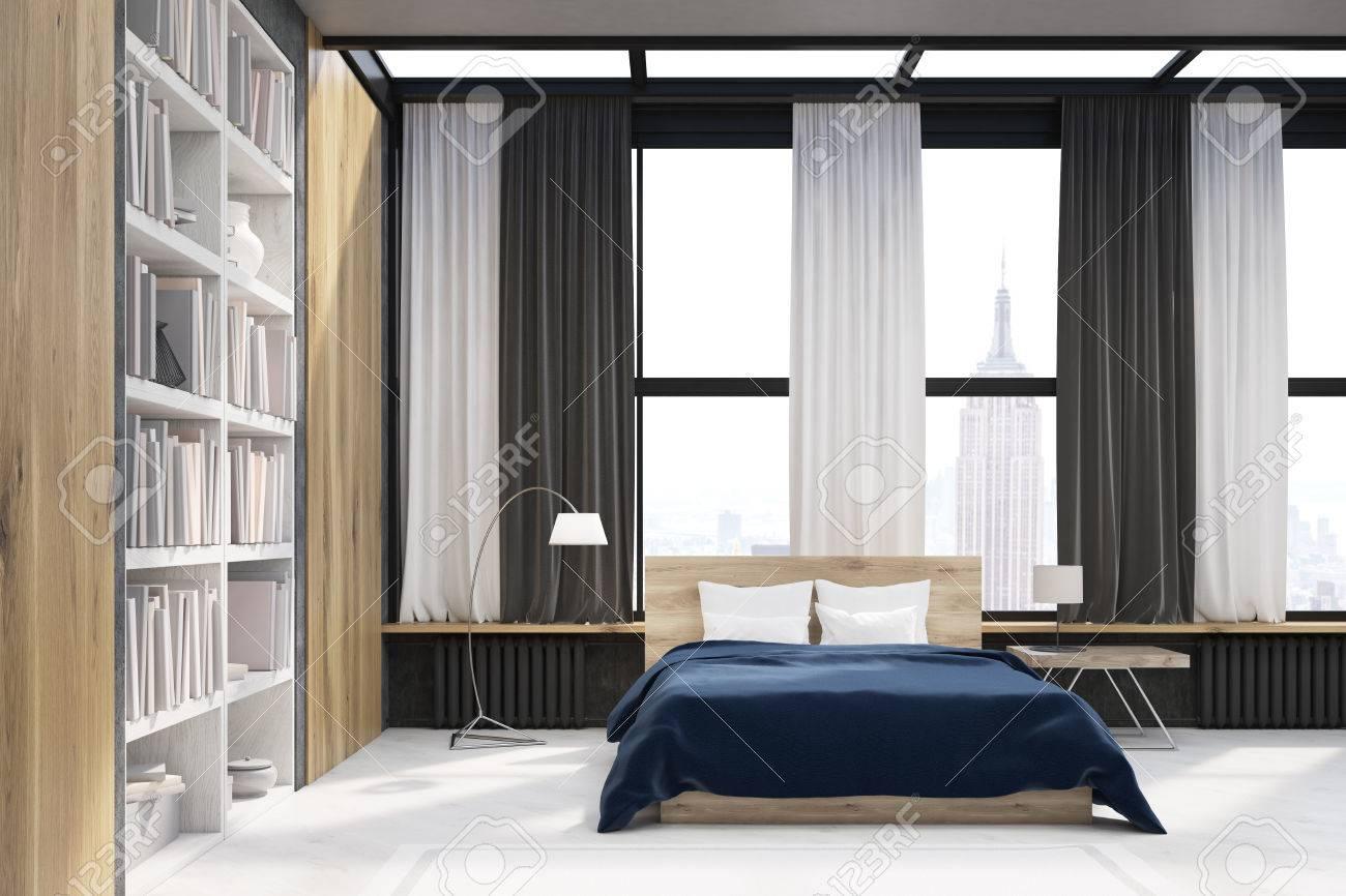 Schlafzimmer Interieur Mit Fenster Und Holzwand Elemente. Großes  Bücherregal Befindet Sich In Der Nähe Eines