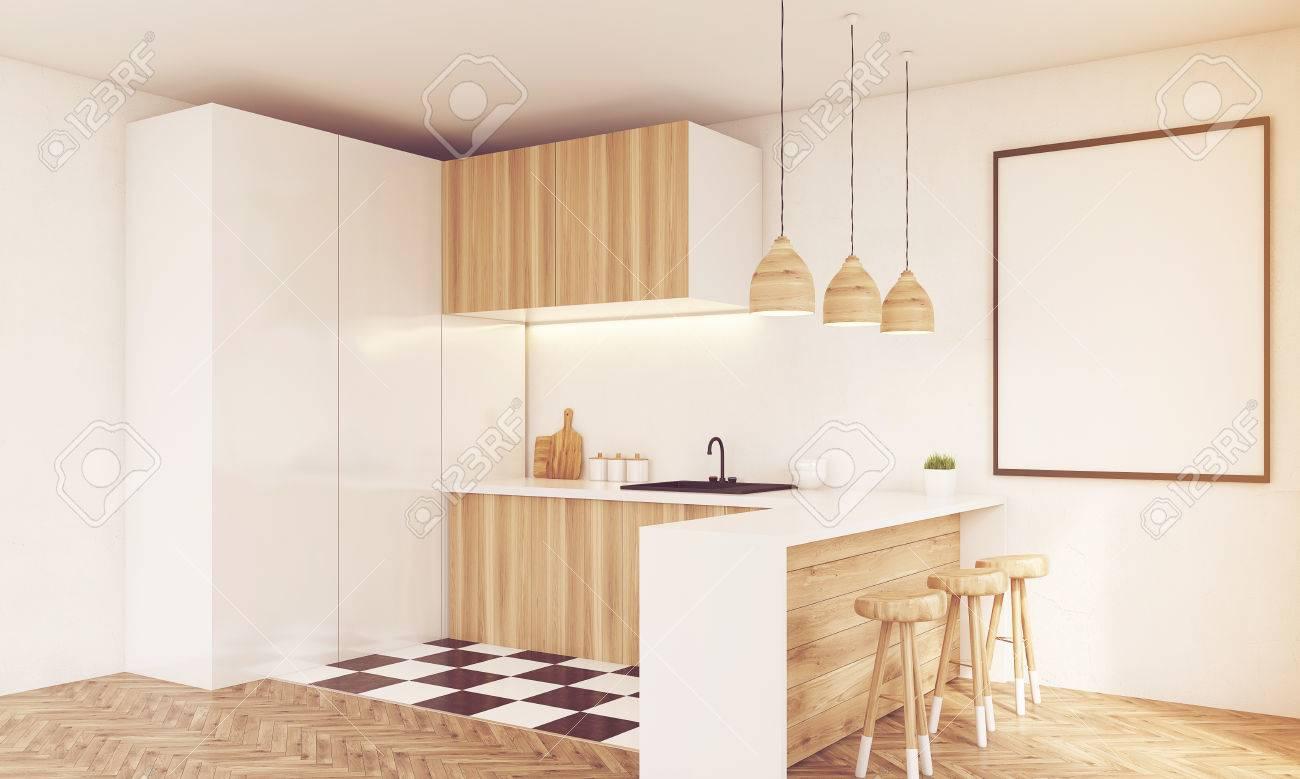 Corner Ansicht Der Modernen Holz-Küche Mit Spüle, Tischplatte ...
