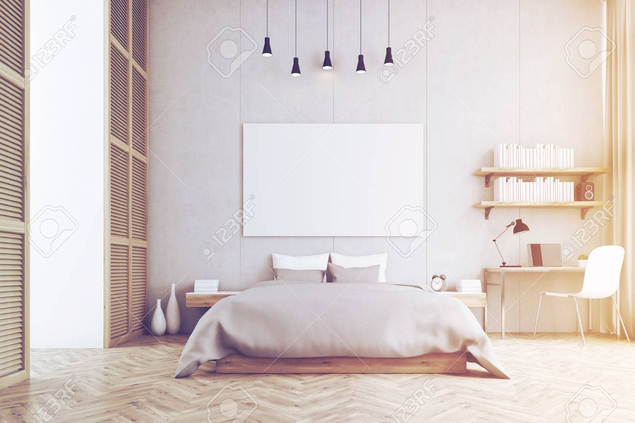 Frontansicht Aus Einem Schlafzimmer Mit Kingsize-Bett, Ein Regal ...