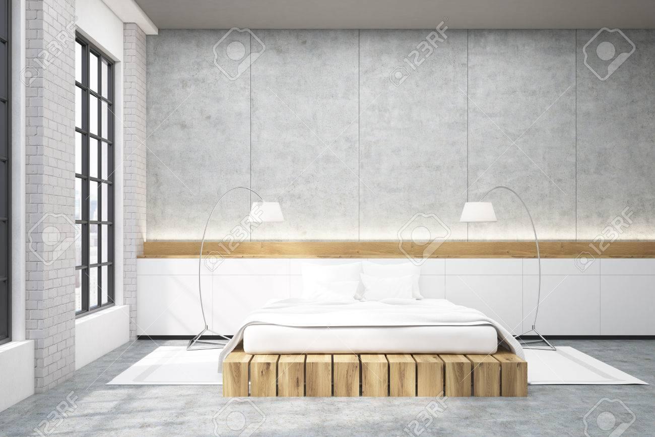 Master camera da letto in una casa moderna. C\'è un grande letto  matrimoniale, finestre e due lampade da terra. rendering 3d. Modello