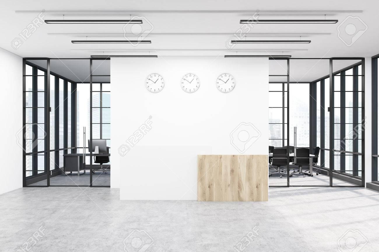 Halle Mit Drei Uhren An Der Wand über Einem Empfangstresen Große