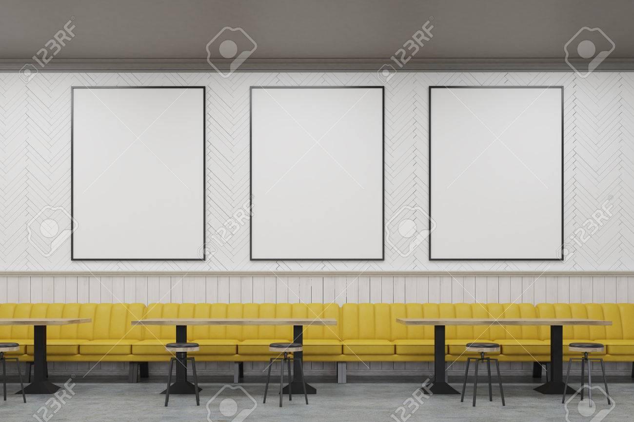 Tres Carteles Enmarcados Verticales En Una Pared De La Cafetería Con ...