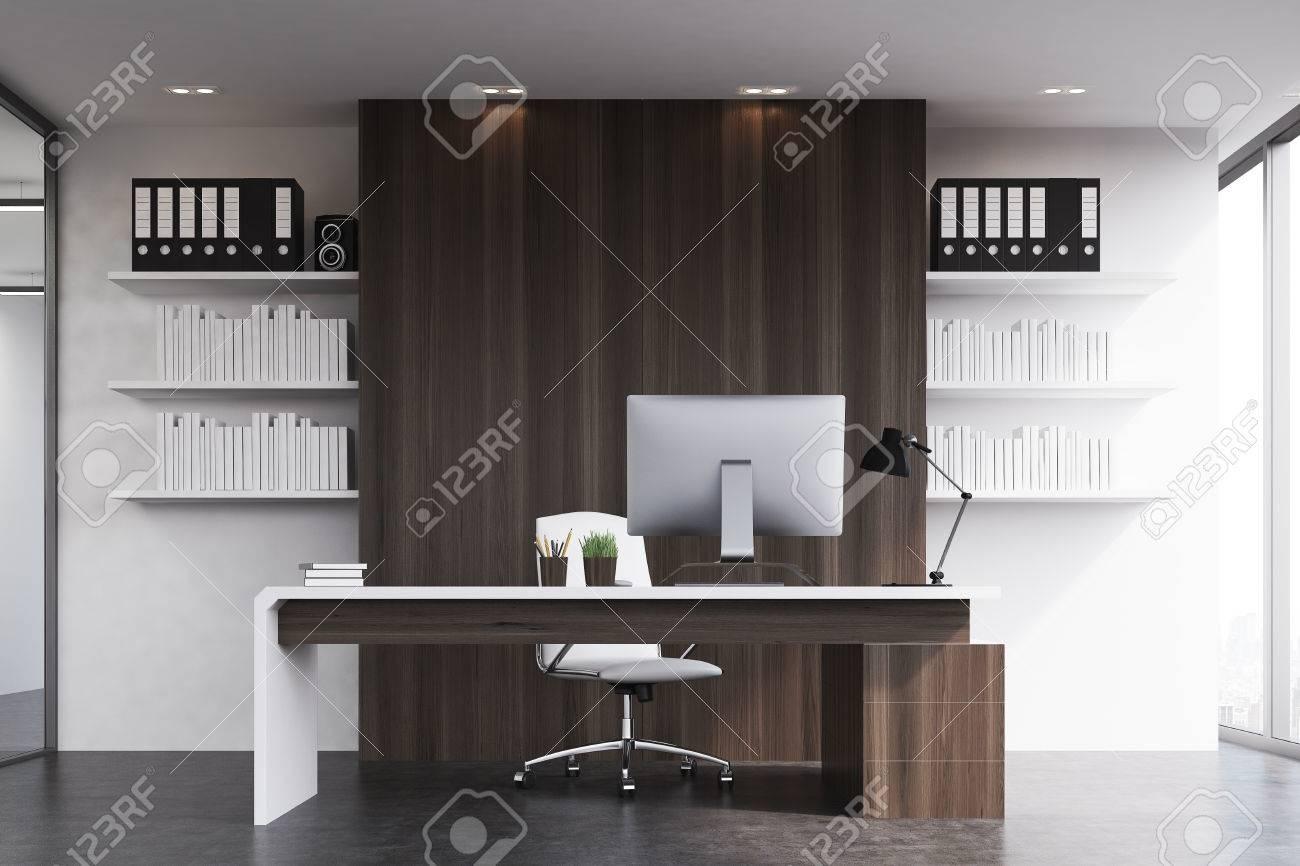 Vue de face d un bureau d un chef d entreprise avec des murs en
