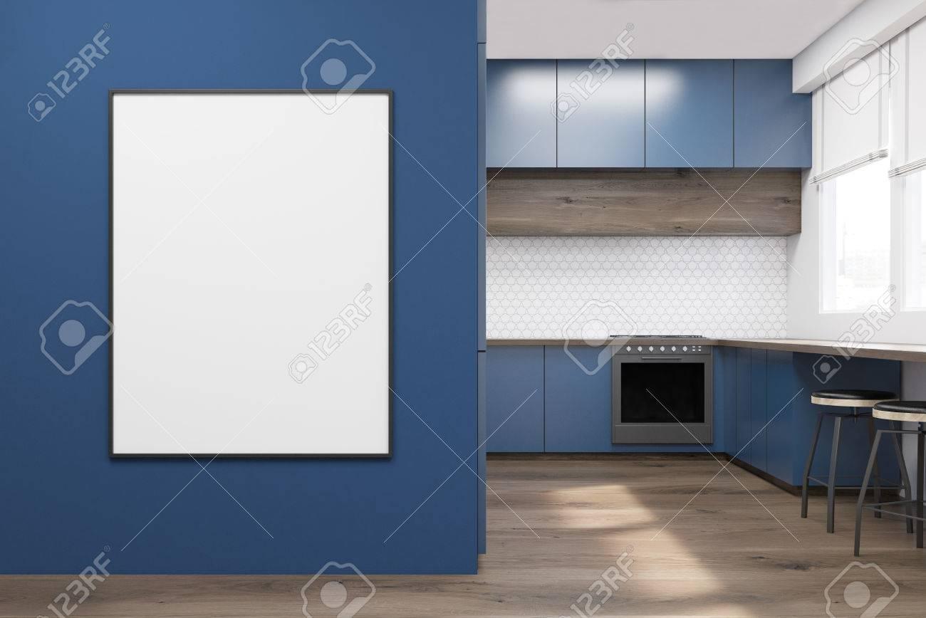 Interiore Della Cucina Moderna Con Mobili Blu, Tavolo In Legno E Un ...